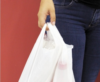 Ho'úma hule: clientes deberán pagar por bolsas de los súper