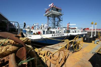 Industria naval paraguaya avanza con la construcción de mayor buque de carga