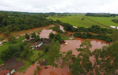 Intensas lluvias arrasan puentes y obligan a evacuaciones en Itapúa