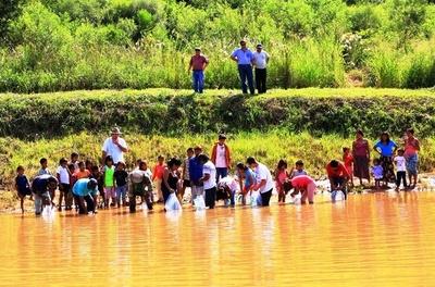 Comunidades indígenas recibieron alevines para fortalecer el sector piscicultor