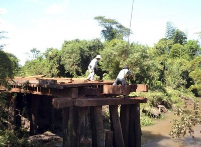 Reparan puente en el tramo San Juan-Tava'i