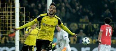 El Dortmund pasa a cuartos con un triplete de Aubameyang