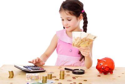 La familia, las escuelas y las entidades financieras