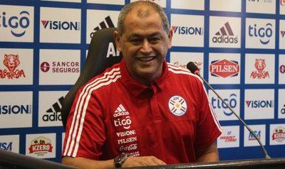 Selección: vuelven Cáceres y Samudio