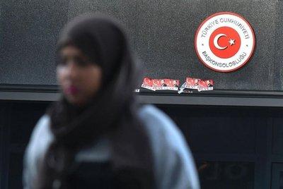 Turquía suspende relaciones con Holanda