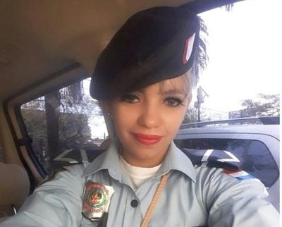 Joven policía pide permiso para presentarse a concurso de belleza