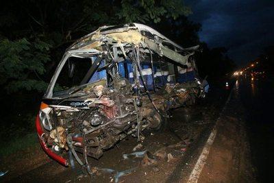 Macabro accidente deja cerca de ¡6 muertos!