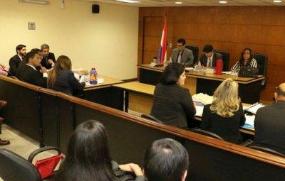 Jueza renuncia a causa en pleno juicio por presiones políticas