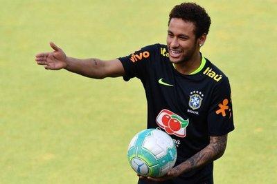 Neymar se entrena con Brasil y completa tridente