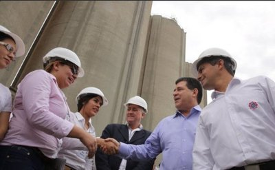 Cartes anuncia disminución de precio del cemento