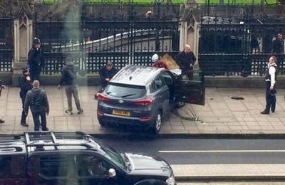 Ataque terrorista y caos frente al Parlamento británico