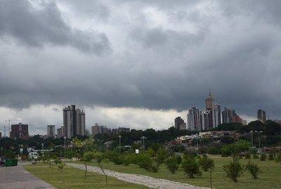 Jueves caluroso con probabilidades de lluvias