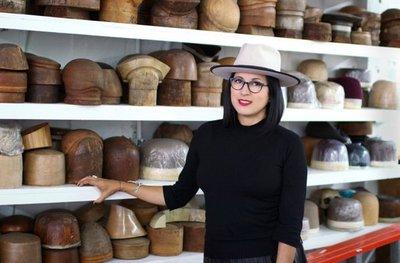 Gladys Tamez encuentra el éxito como sombrerera de famosos