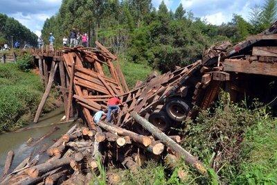 Colapsa puente en Caazapá