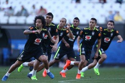 Técnico de Brasil priorizó pelotas paradas