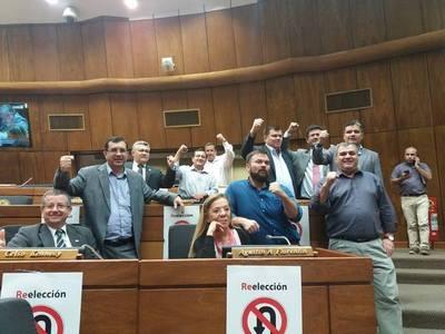 """Los """"antienmienda"""" coparon la sala de sesiones de Diputados"""