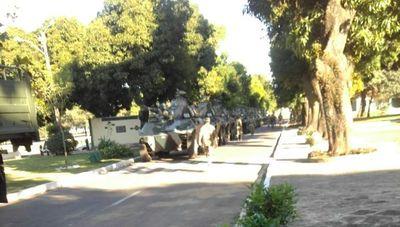 Mueven tanquetas en sede militar