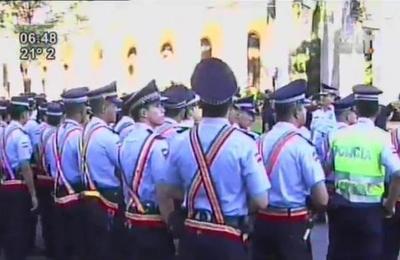 Policía se alista para el comienzo de la marcha