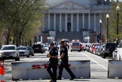 Tiros a la puerta del Capitolio tras un intento de cargar contra un coche policial