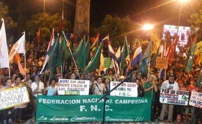 Campesinos rechazan Gobierno de Cartes en acto central