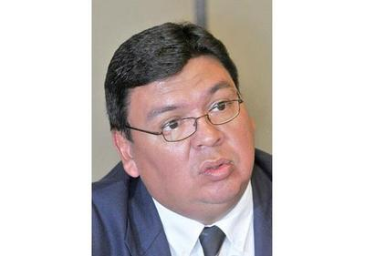 De Vargas y  quien lo imputó compiten para fiscal general