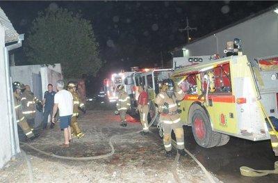 Depósito es consumido por las llamas en Trinidad