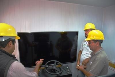 Con simuladores, capacitan en el SNPP en el manejo de máquinas pesadas