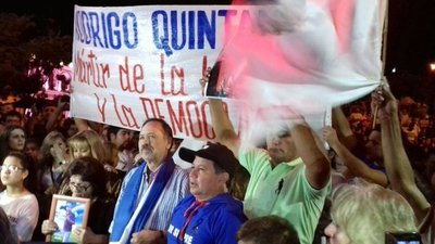 "Resuena en la plaza: ""Rodrigo vive"""