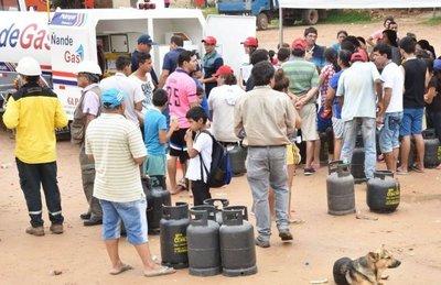 Petropar dio gas móvil gratis con el lema Que la gente decida
