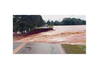 Diluvio en Itapúa echa una represa, 5 puentes y corta ruta Graneros del Sur