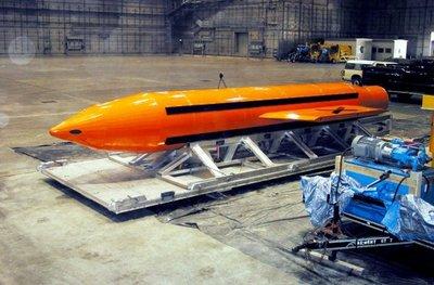 """EE.UU. lanza contra el EI la """"madre de las bombas"""""""