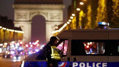 Un policía muerto y otros dos heridos tras tiroteo en París