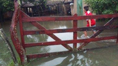 Suman afectados por lluvia en Misiones