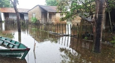 Villa Florida: 134 familias afectadas por inundaciones