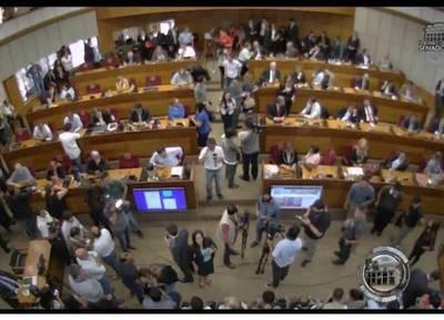 Cartistas, Luguistas y Llanistas intentan modificar el reglamento del Senado y tratar la enmienda