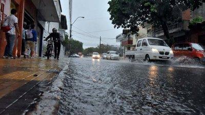 Pronostican jornada fresca con lluvias débiles