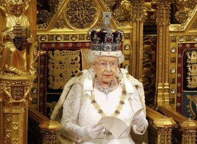Isabel II cumple 91 años sin signos de ocaso