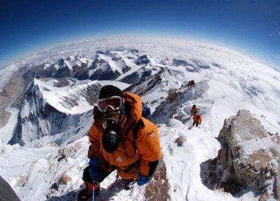 Alpinistas reciben la autorización para escalar el Everest