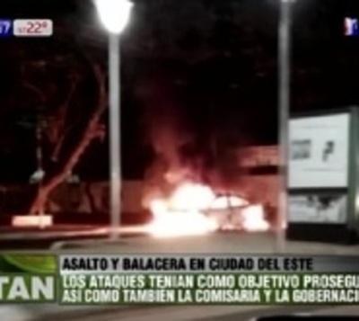 CDE: Un policía muerto, balacera, bombas y autos quemados en asalto