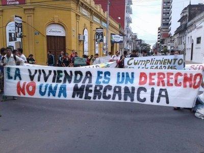Cooperativas de vivienda se manifiestan contra Soledad Núñez