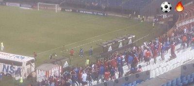 Rodrigo Rojas obsequió su camiseta al Tiburón Torres