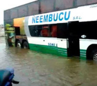 Sur bajo agua: Intensas lluvias afectan a Ñeembucú y Misiones