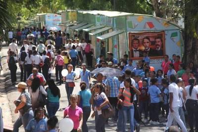 Feria de libro: explican el  retraso y resaltan presencia  de escritores paraguayos