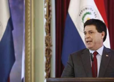 Horacio Cartes renuncia a su candidatura pero no a la enmienda