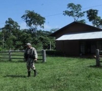 Tres hombres vestidos de camuflaje asaltan dos estancias en Concepción