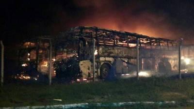 Se incendian varios buses en Lambaré