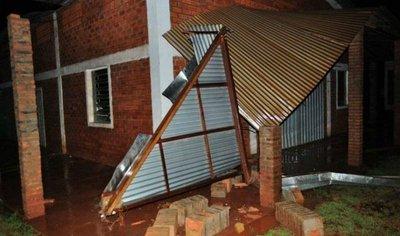 Tornado destroza unas 60 casas en Natalio