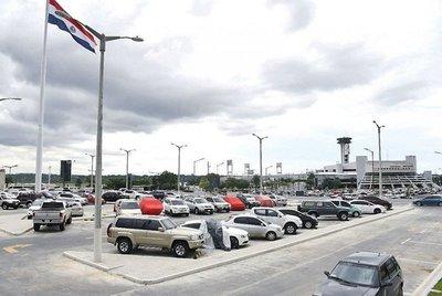 """El presidente Cartes anuncia que """"abortará"""" la APP del aeropuerto"""