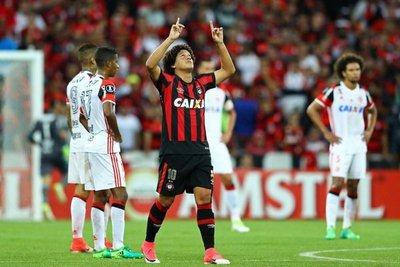Paranaense le arrebata la punta al Flamengo