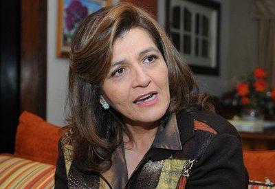 Senadora critica negociado infame de universidades